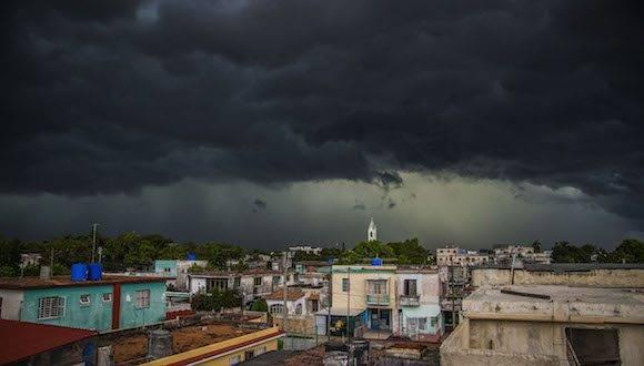 La tempestad en La Habana. Foto: Ismael Francisco/ Cubadebate