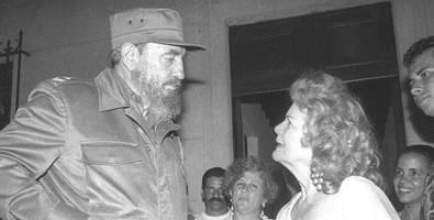 Fidel Castro y Carilda Oliver Labra. Foto: Radio 26