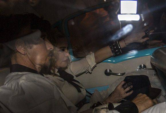 Madonna llega a un restaurante de Centro Habana. Foto: Desmond Boyland/ AP