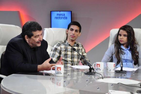 """Seguidamente, Iroel Sánchez apuntó que en los países donde han actuado estas agencias la palabra clave es """"cambio""""."""