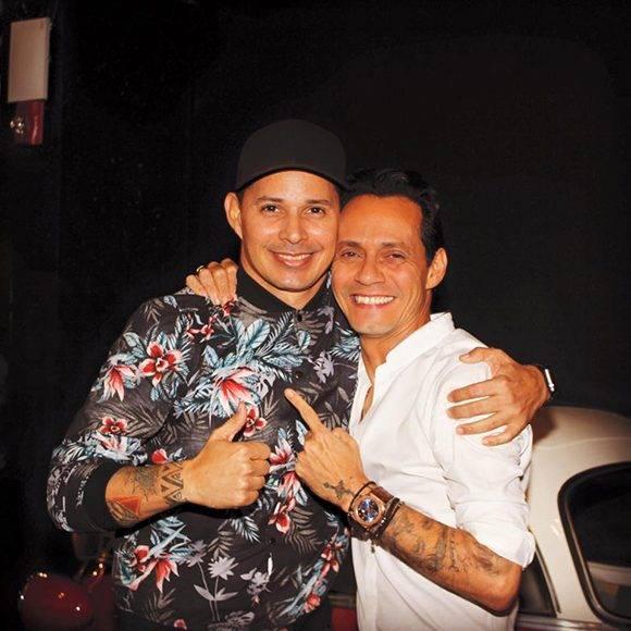 Leoni Torres junto a Marc Anthony. Foto: Facebook de Leoni Torres.