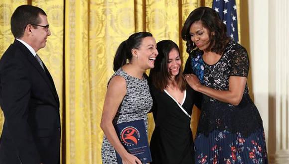https://i0.wp.com/www.cubadebate.cu/wp-content/uploads/2016/11/Ballet-Lizt-Alfonso-recibe-premio-en-la-Casa-Blanca-de-manos-de-Michelle-Obama.jpg
