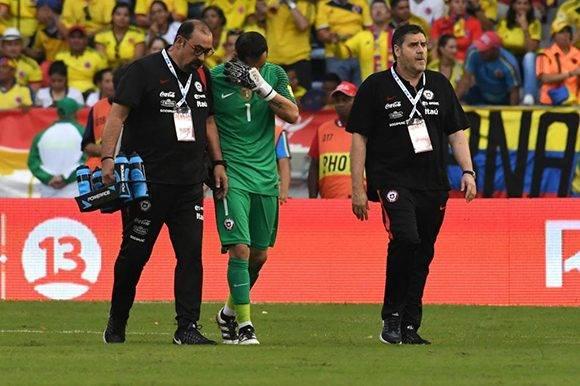 El portero de Chile y del Manchester City, Claudio Bravo, se fue lesionado. Foto tomada de Marca.