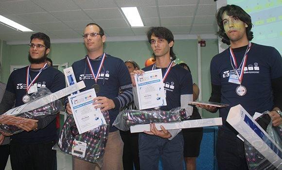 """""""sUrPRise"""", conjunto de la Universidad de Pinar del Río, obtujo el segundo lugar. Foto: José Raúl Concepción/ Cubadebate."""
