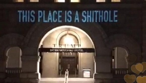 Proyectan la palabra shithole sobre las puertas de un