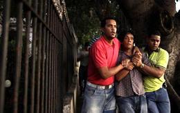 Agentes de la Seguridad del Estado detienen a Reinaldo Escobar. (AP)