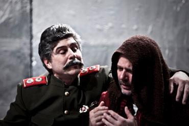 Mauricio Rentería (Bulgákov) y Larry Villanueva (Stalin)