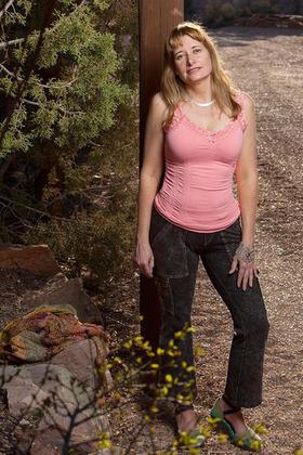 La escritora Teresa Dovalpage (foto de Chris Turner)