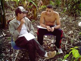 Eliécer Ávila (dcha.), estudiante de la Universidad de Ciencias Informáticas, durante la entrevista en Puerto Padre, Las Tunas.