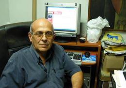 El investigador Rafael Hernández, director de la revista 'Temas'. (LA JORNADA)