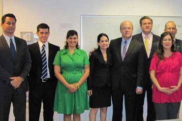 Miembros del grupo CAFE con el legislador Jim McGovern