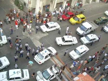 muchos-carros-policias