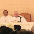 Padre Arturo Gozález, al centro de la imagen_foto cortesía del autor