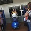 Mujer llega a La Habana