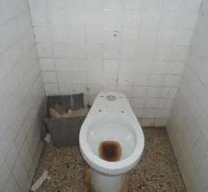 """Baño del Hospital """"Iván Portuondo"""", en San Antonio de los Baños (foto del autor)"""
