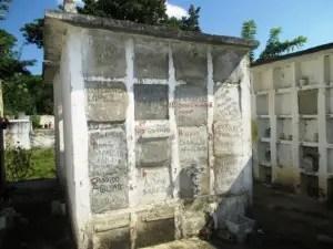 Estos son los nichos del cementerio (foto de Las Villas Press)