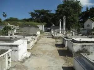 Patio interior del cementerio del pueblo (foto de Las Villas Press)