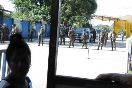 Miembros del Ejército de Nicaragua en el paso fronterizo de Peñas Blancas (foto tomada de Internet)