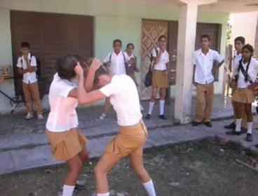 Escenas comunes a la salida de las escuelas (foto del autor)