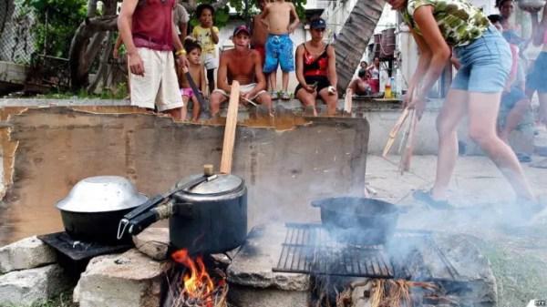 Cocina de leña en Cuba (EFE)