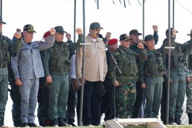 """Au Venezuela, """"la crise touche aussi les militaires"""" : pourquoi le soutien de l'armée à Nicolas Maduro est fragile"""