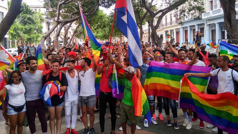 Cuba : La Communauté LGBT Défie Le Gouvernement En Paradant à La Havane