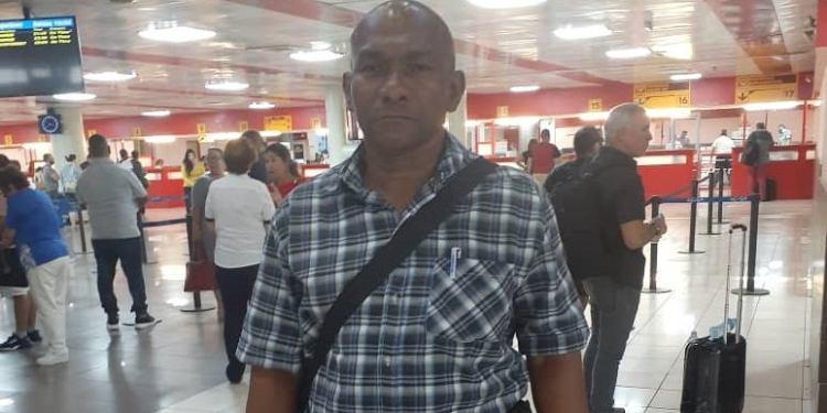 Regulado: prohíben salida del país al abogado de Cubalex Julio Ferrer