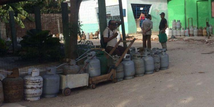 La cola del gas: insensibilidad, escasez y desorden
