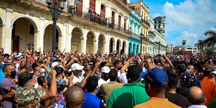 """Manifestations à Cuba: """"Les gens manquent de tout, la situation économique et sociale est absolument horrible"""", estime une spécialiste"""