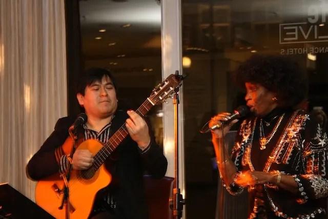 Der Gitarist Samuel Castillo aus Peru