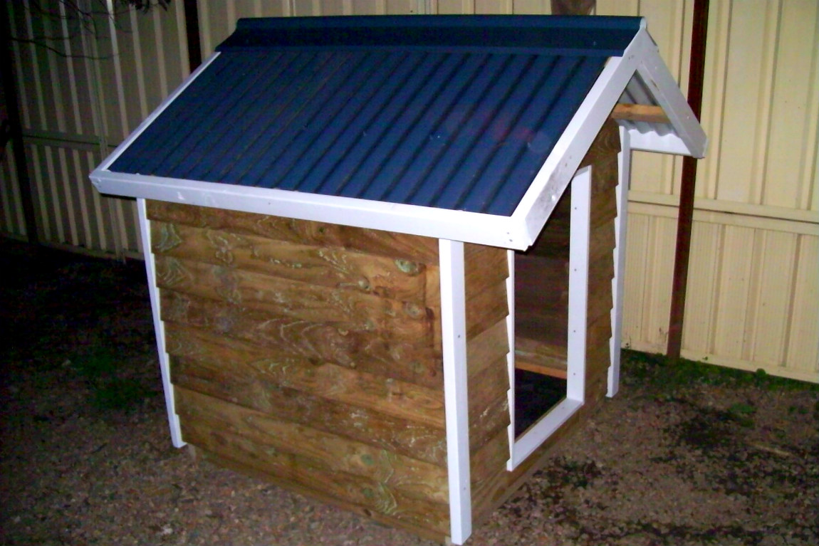 kennel 1.2m x 1.2m, gable roof, painted trim $580