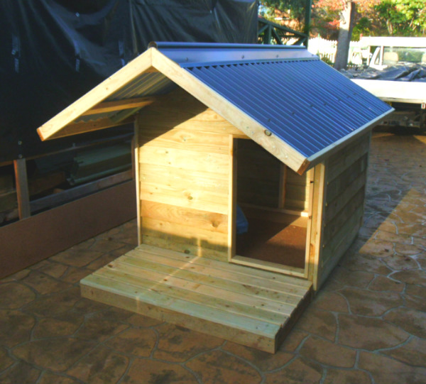 dog kennel 1.2m x 1.2m, gable roof, 1.2m deck $