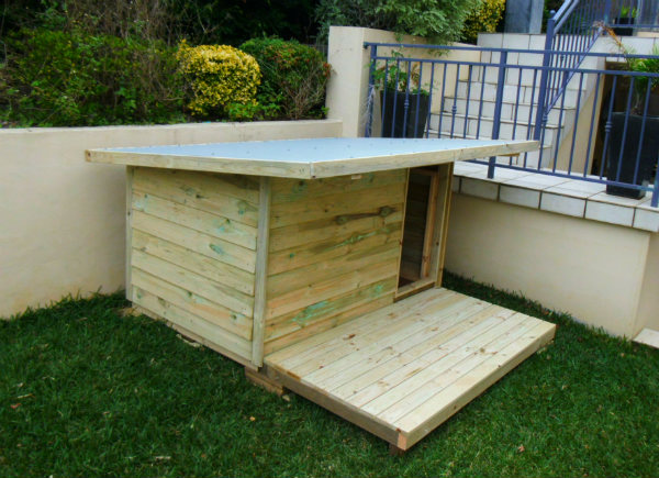 dog kennel 1.8m x 1.2m, 1m x 1.8m timber deck $600