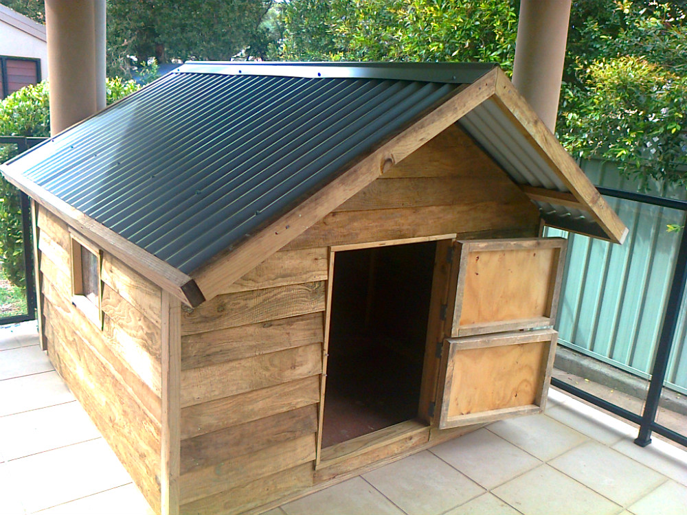 dog kennel 1.8m x 1.8m, gable roof, perspex window, barn door $870