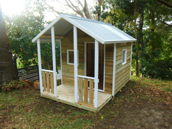 cubby house 2.8m x 1.8m with deck, x2 perspex windows, ply door, painted trim $1420