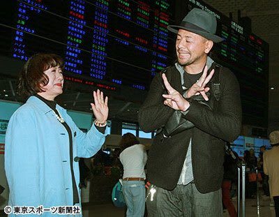 Nakamura saying goodbye to his mother at the airport -- living the gimmick!