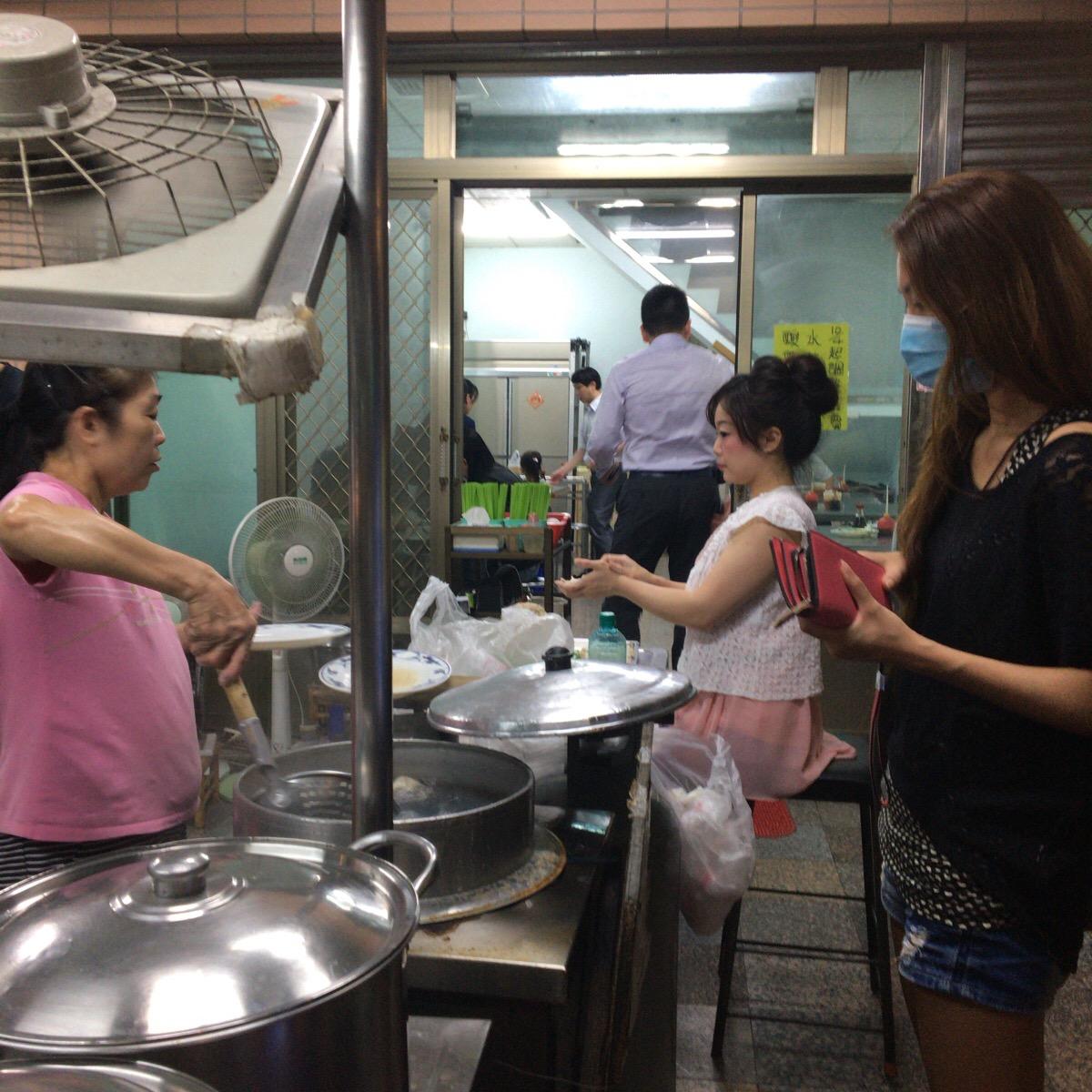 【台中美食】可愛い老闆娘の手作り餃子!安くて美味しい水餃子の専門小吃店【北方水餃】を紹介します。