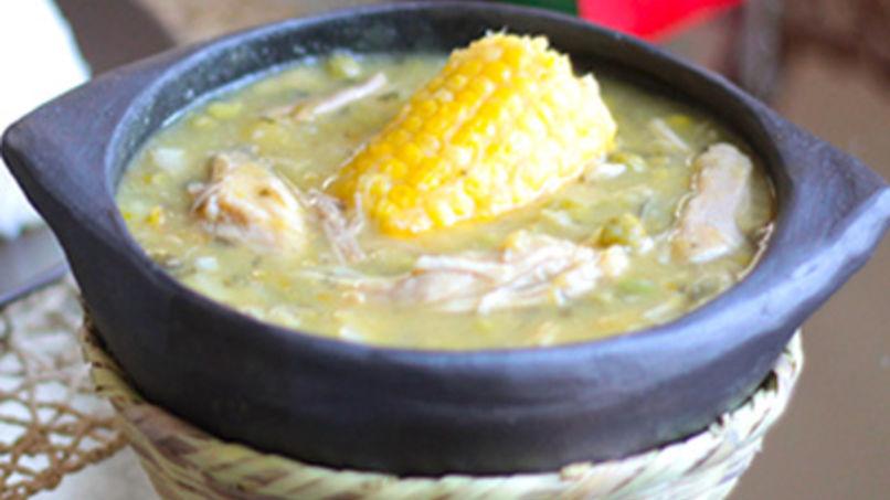 Ajiaco con pollo platillo colombiano