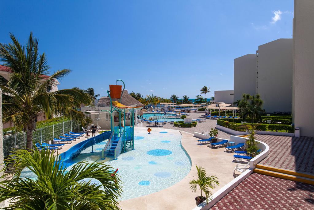 Aquamarina Beach Hotel familiar cancun
