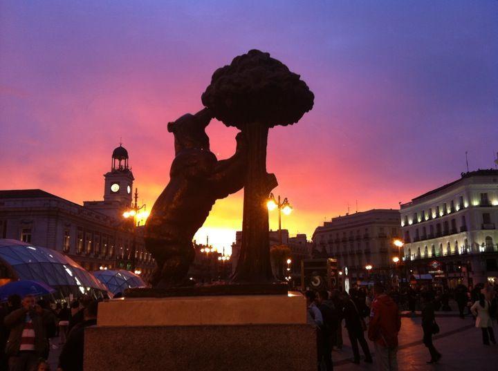 Estatua del Oso y el Madroño