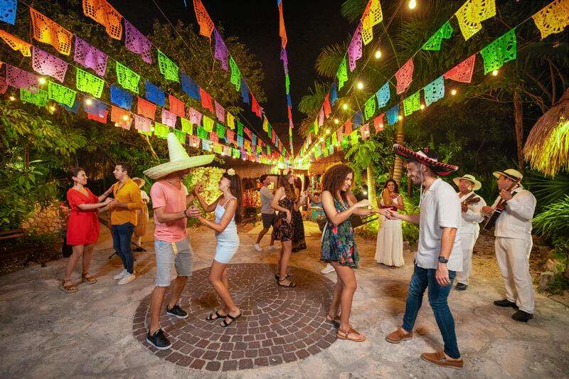 xoxiilco cancun noche mexicana