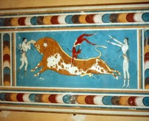 La lotta contro i tori, raffigurata su una parete del palazzo di Cnosso (foto Rolf Richardson / Alamy)
