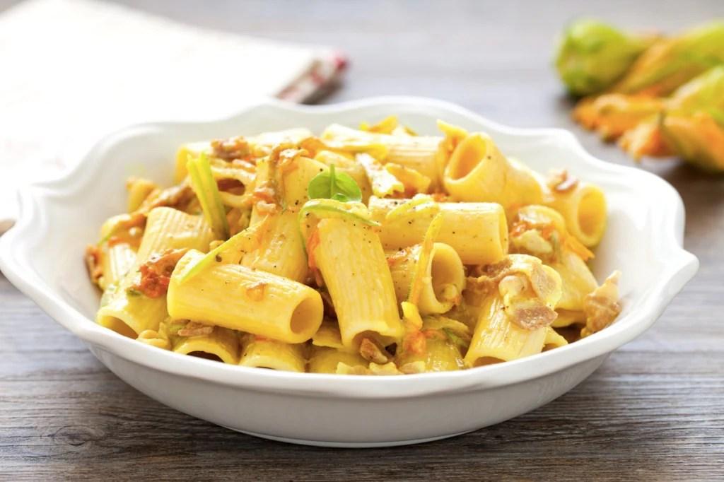 Ricetta Pasta ai fiori di zucca e pancetta  Cucchiaio d