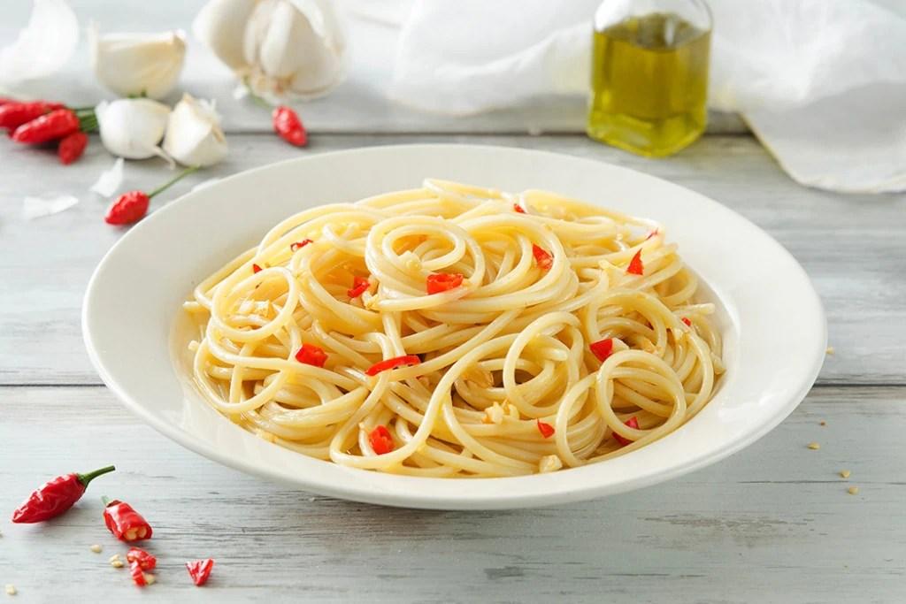 Ricetta Spaghetti aglio olio e peperoncino  Cucchiaio d