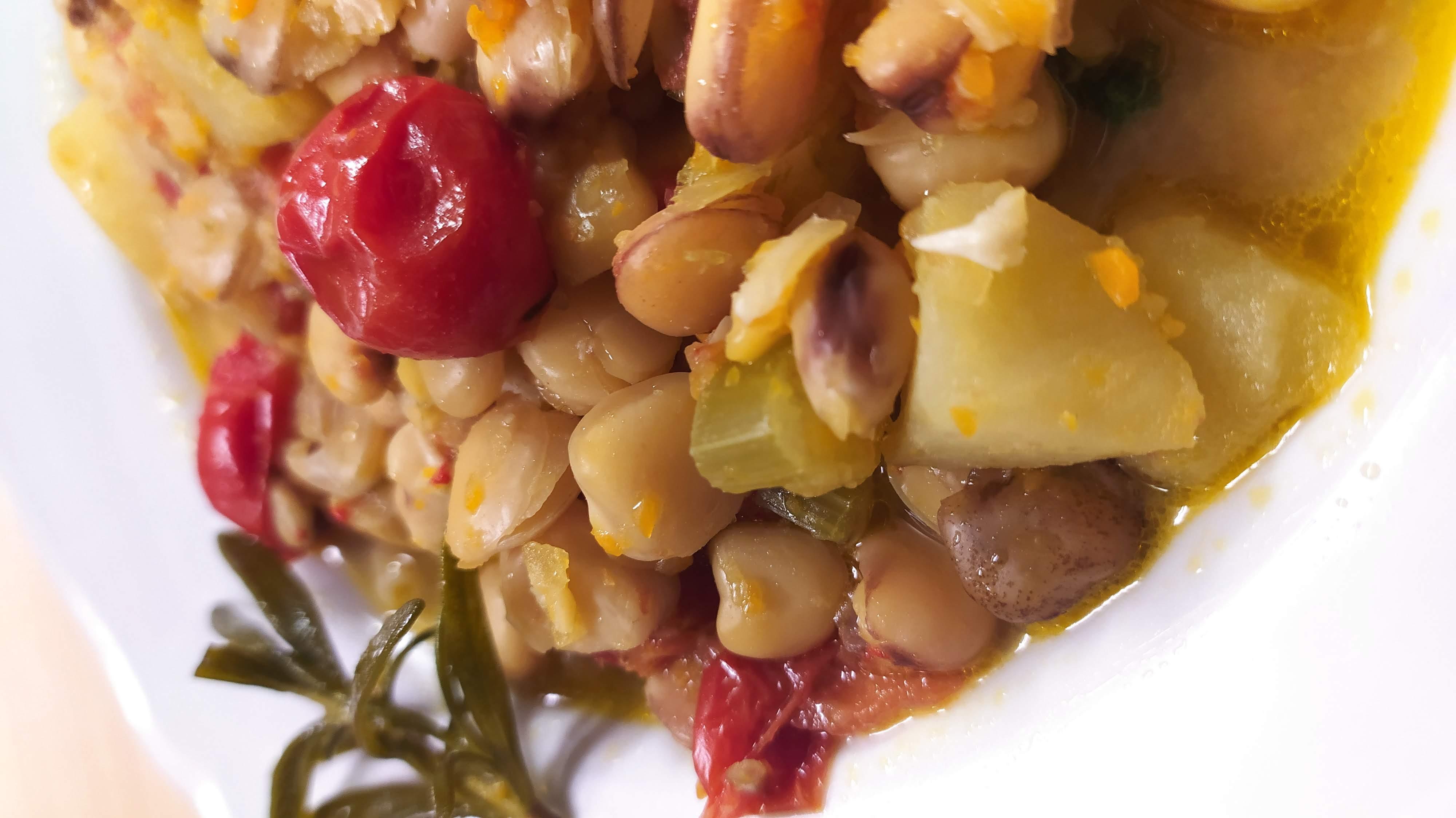 cicerchie and potato soup close up