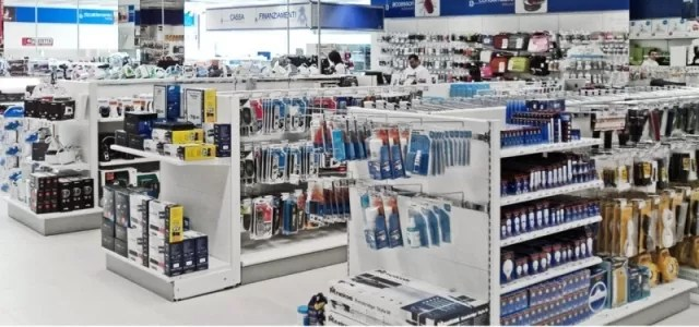 Arredamenti negozi di informatica Sardegna