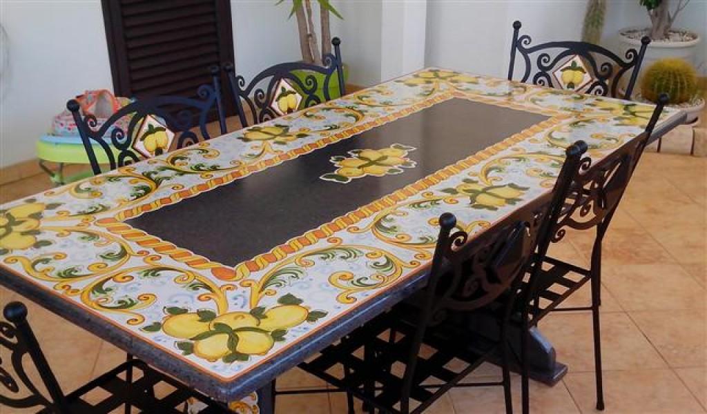 Tavolo Con Piastrelle Ceramica Piastrelle per tavolo da giardino con vico condotti tavoli da Tavolo con piastrelle ceramica img tavolo fatto con