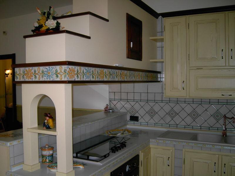 Cucine in muratura decorate a mano  CuCeMur  Cucine in