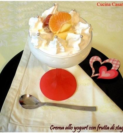 Crema allo yogurt con frutta di stagione ricetta dolci