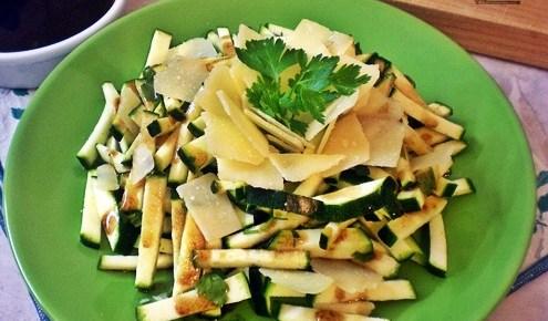 Insalata di zucchine con parmigiano e aceto balsamico
